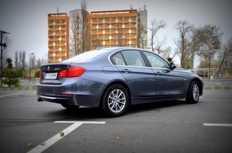 Plimbare pe litoral cu BMW Seria 3