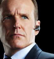 Clark Greg como Phil Coulson