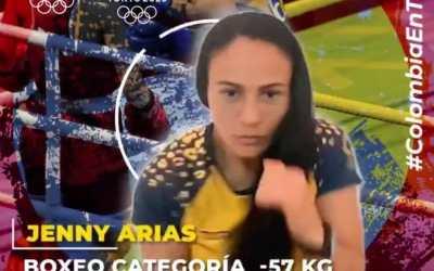 Jenny Marcela Arias Castañeda con puños de oro