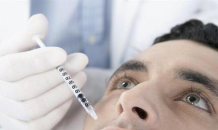 """Maschi sempre più vanitosi: corsa dal chirurgo plastico, in Usa boom del """"brotox"""""""