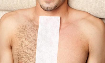 Depilazione intima: la fanno anche gli uomini, ma il rischio è farsi male