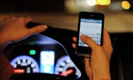 Inghilterra, addio patente: pronti a guidare con lo smartphone