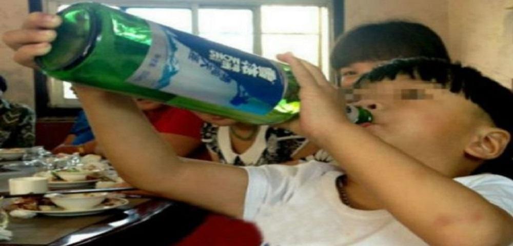 L'alcolizzato più giovane del mondo ha due anni e viene dalla Cina.