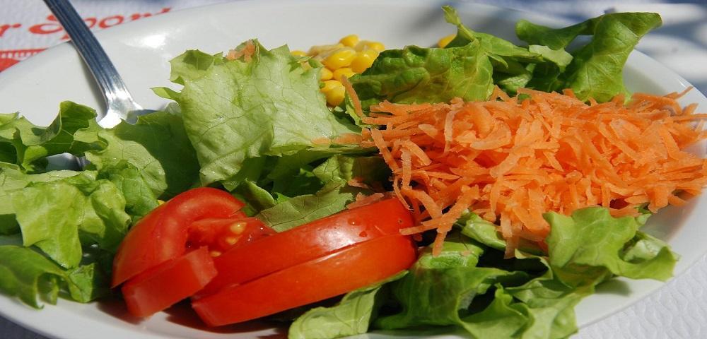 Le donne preferiscono chi mangia insalata.