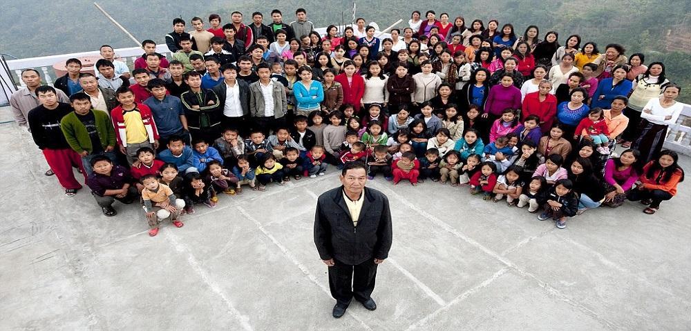 La famiglia più numerosa del mondo:indiano con 39 mogli e 94 figli.