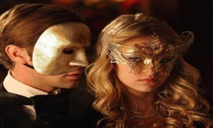 """Marito e moglie si incontrano al """"buio"""" in un club di scambisti: scoppia rissa che coinvolge 15 persone."""