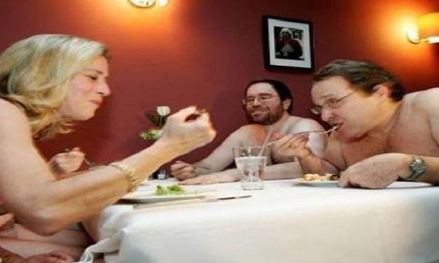 25.000 prenotazioni nel ristorante per nudisti.