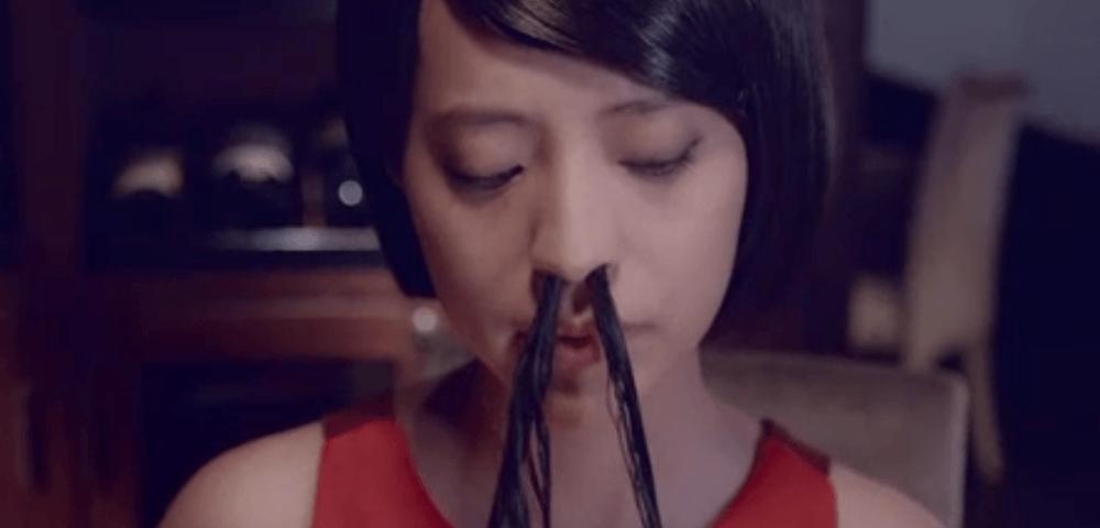 Tendenza: Se bella vuoi apparire i peli dal naso devi far uscire