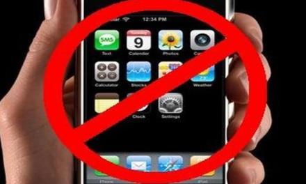 """Canada, un ristorante vieta smartphone e tablet: """"Fate amicizia tra di voi"""""""