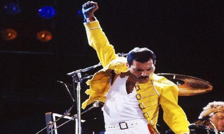 Ventisei anni senza Freddie Mercury: indimenticabile rockstar