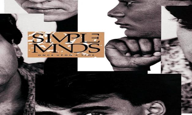 """Novembre 1985: il brano """"Alive and Kicking"""" dei Simple Minds #1 delle hitchart"""