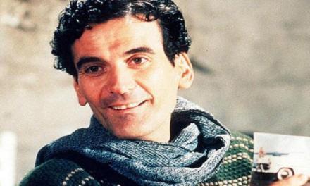 Oggi l'attore Massimo Troisi avrebbe compiuto 65 anni