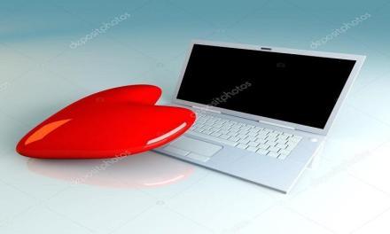Uomo chiede il diritto di sposare il suo laptop