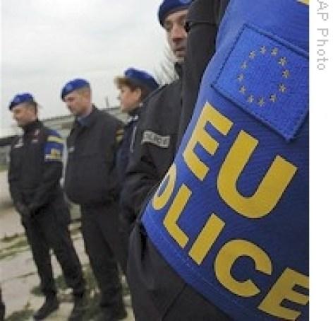 AP_EU_police_EULEX_Kosovo_27nov08_210