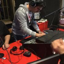 Davide Larosa al mixer in studio per LiberaMente Radio Gioiosa Marina