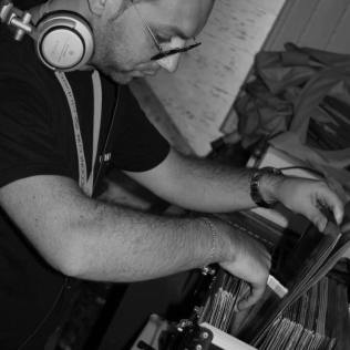 ON-GROOVE-DJ-DANNY-B-RADIO-GIOIOSA-MARINA