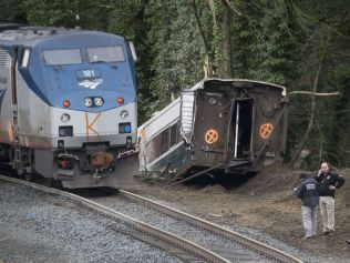 amtrak-train-derailed-seattle-13x-gty-jc-171218_4x3_992