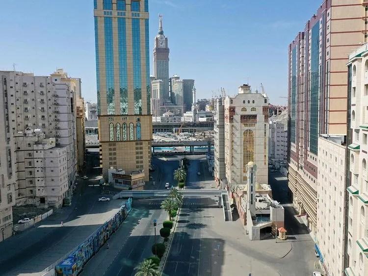 Coronavirus: Shopping Mall, Bank Shut in Makkah