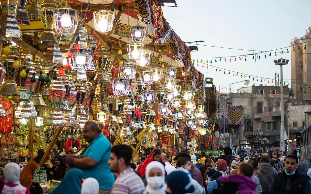 Ramadhaan Shoppers Enjoy Cairo Markets despite Coronavirus Threat