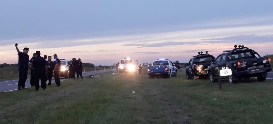 Terror en la autopista: un hombre protagonizó tres choques, robó y murió