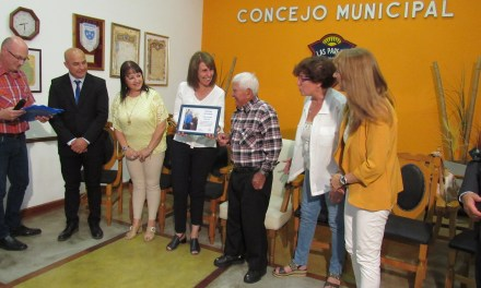 Reconocimiento a Pedro Guzmán por su tarea diaria en la recolección de cartones y papeles