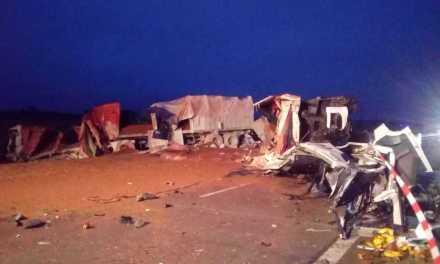 Impactaron dos camiones y fallecieron sus conductores
