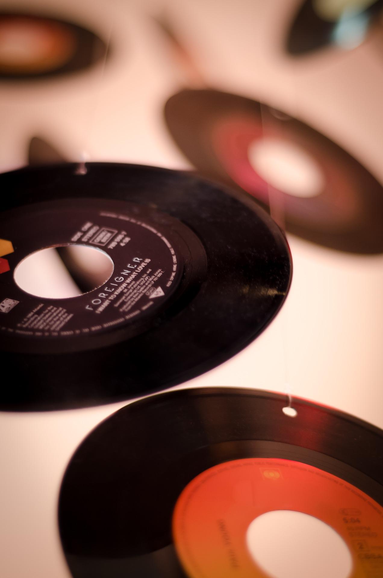 record-810544_1920.jpg