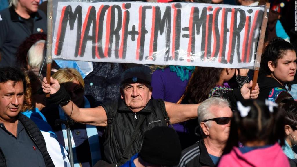 Argentinos protestan contra cumbre del G20, Macri y FMI - 180525182543-masiva-protesta-argentinos-contra-fmi-lkl-ivan-perez-sarmenti-00011412-full-169-1024x576