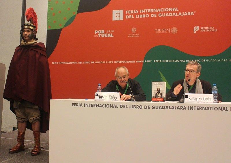 ¿Pistolas o libros? ¿Kalashnikov o bibliotecas?  FIL Guadalajara 2018 - Conferencias-magistrales-FIL-2018.-Carlos-de-Urabá.