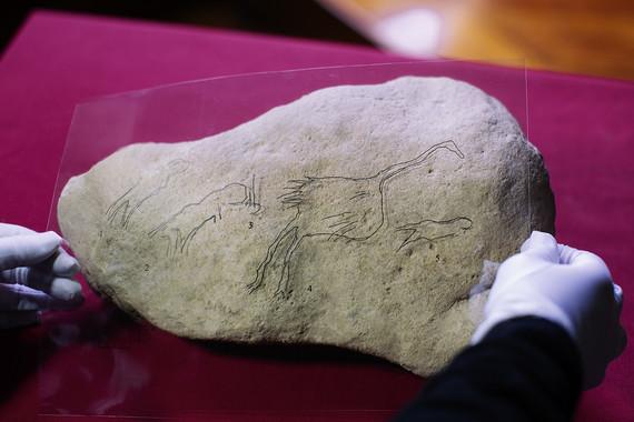 Hallada la tercera pintura paleolítica europea sobre aves y seres humanos - Hallada-la-tercera-pintura-paleolitica-europea-sobre-aves-y-seres-humanos_image_380