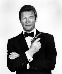 """Adiós a Roger Moore """"el santo"""" que fue el Bond más popular"""
