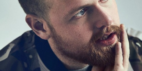 TOM WALKER debutta con LEAVE A LIGHT ON