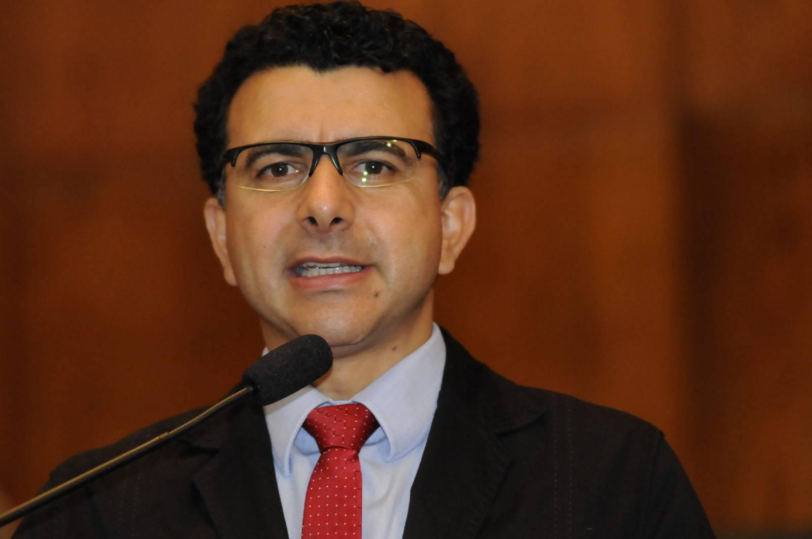 Eduardo Leite só terá apoio do PT se pagar funcionários e hospitais em dia