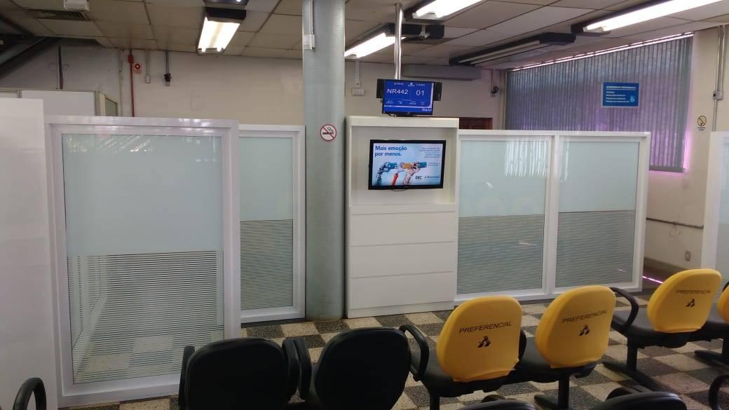 Mais uma agência instala biombo para segurança e privacidade no atendimento