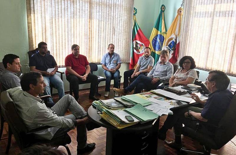 Nova comissão que trata da insalubridade dos servidores municipais conversou com o prefeito