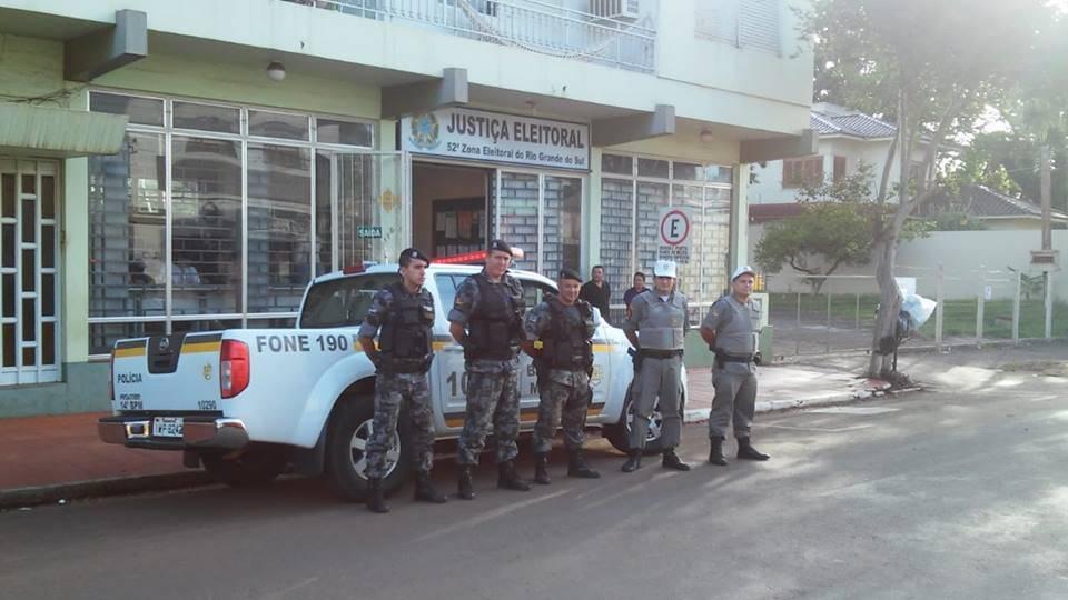 Brigada Militar realiza segurança em frente ao Cartório Eleitoral de São Luiz Gonzaga