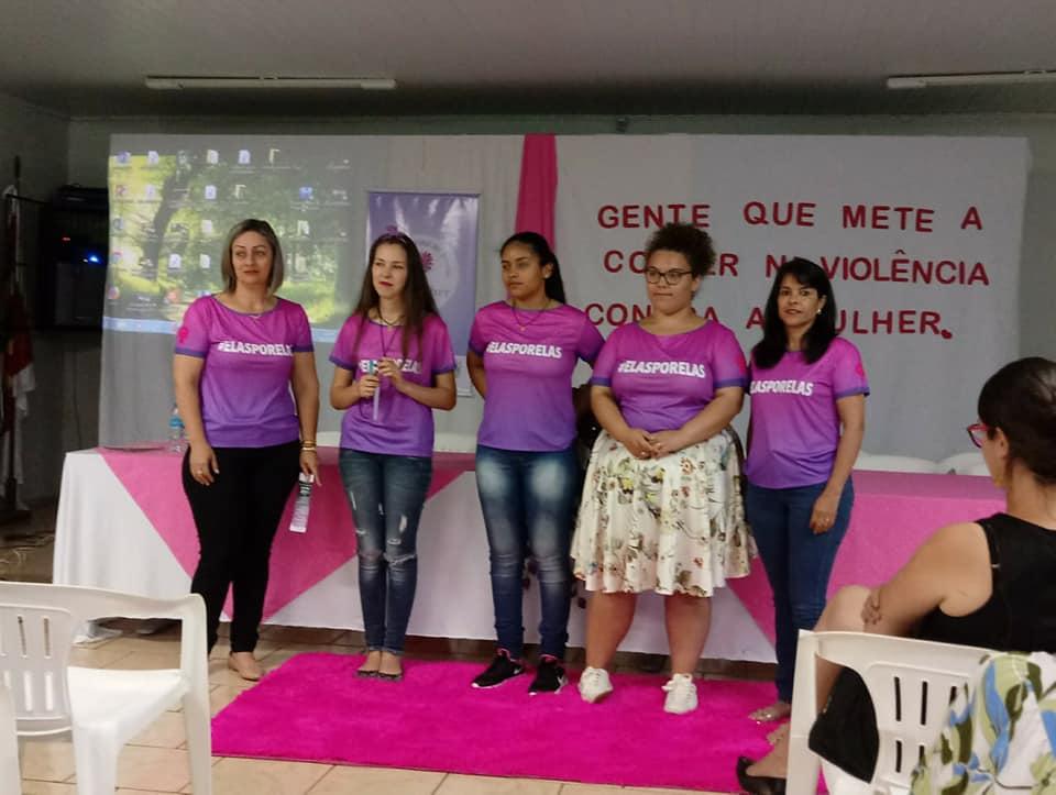 A geração de meninas que discute feminismo nas escolas do interior e combate a violência contra a mulher