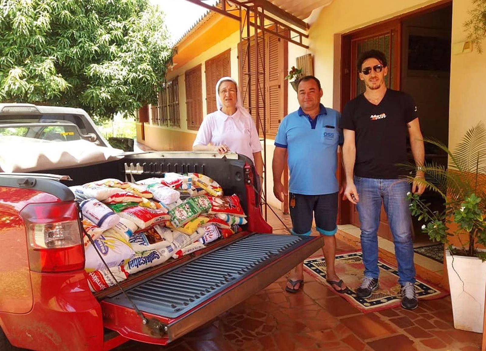 350 kg de alimentos não perecíveis foram doados ao Lar Escola