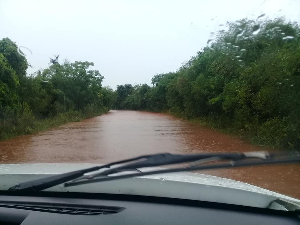 Rio Pirajú transborda mais uma vez e deixa estrada até Rolador inacessível