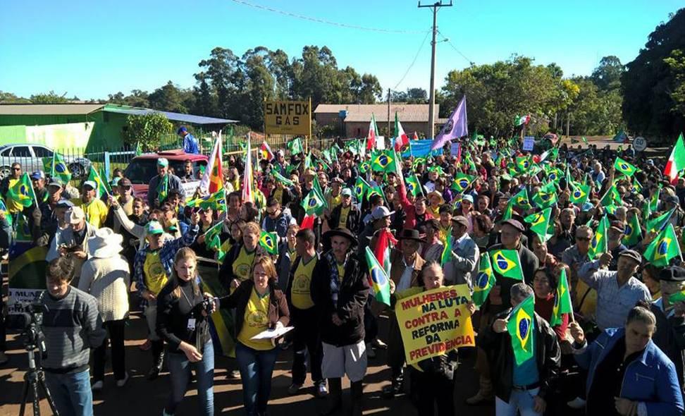 """""""Mão lisa"""": afirmação de economista ligado à Bolsonaro causa indignação em trabalhadores rurais"""
