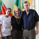 Márcia Monteiro, a secretária municipal Rose Grings e o prefeito Sidney Brondani