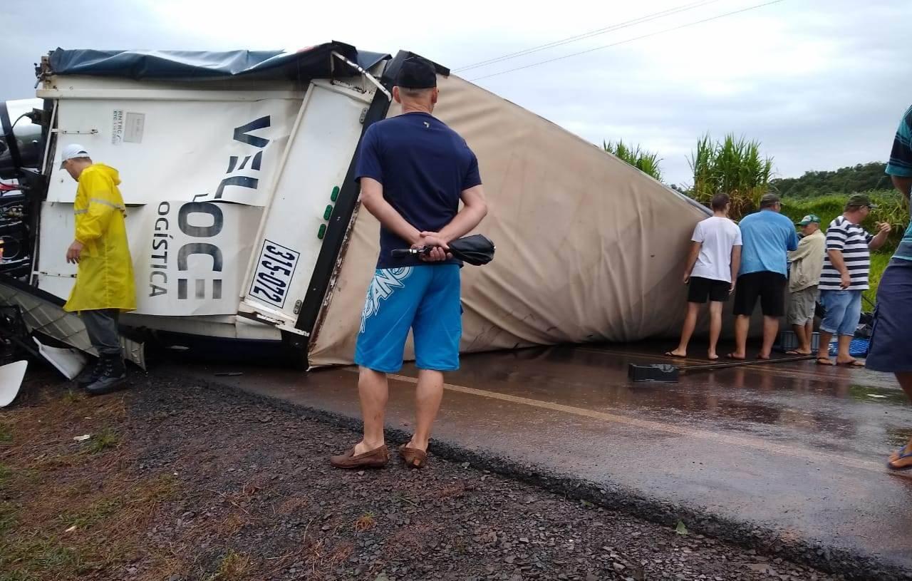 Trânsito em Dona Otília interrompido por tempo indeterminado após acidente com morte