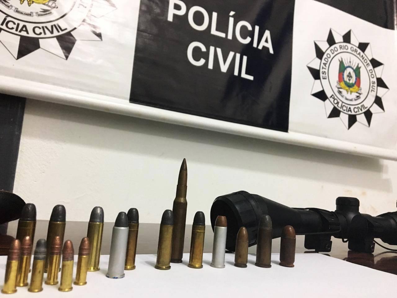 """Polícia prende homem com """"arsenal"""" de uso restrito"""