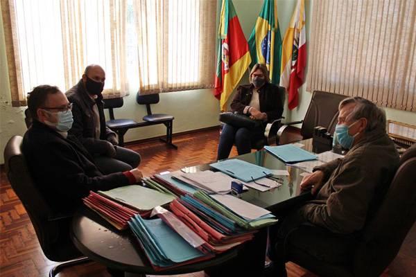 Situação da COVID-19 e entrega de respiradores ao HSLG pautaram reunião do Executivo Municipal e 12ª CRS