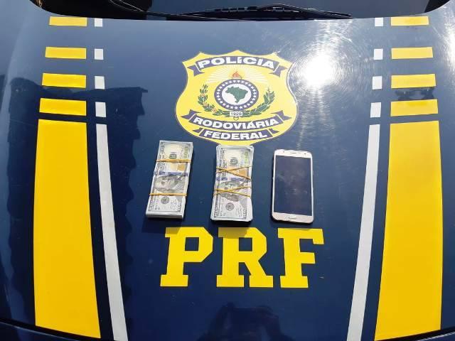 PRF apreende 20 mil dólares sem procedência em Santiago