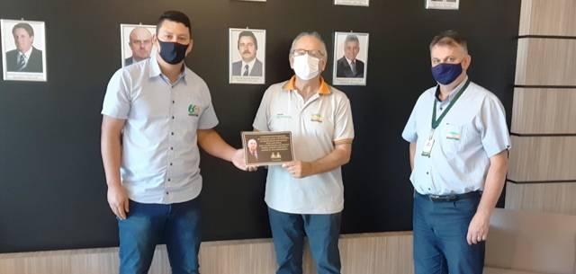 Sicredi União, Liga Feminina de Combate ao Câncer e Associação dos Funcionários da Coopatrigo também prestam homenagens a Ivo Batista