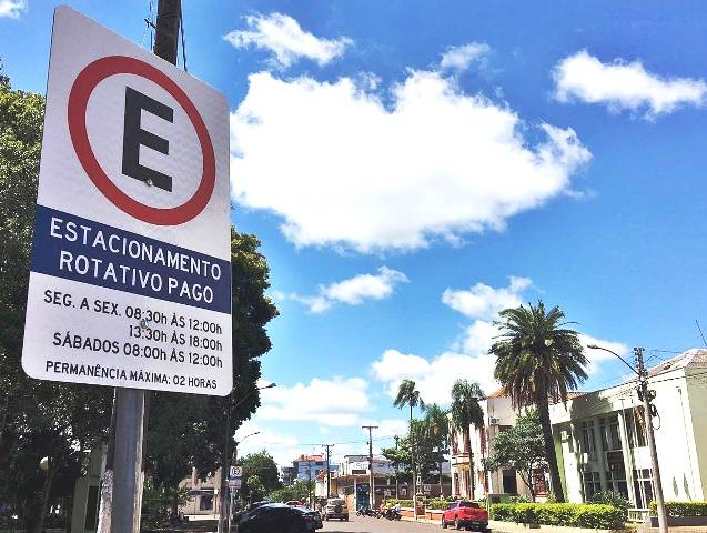 Estacionamento rotativo retorna atividades nesta quinta-feira