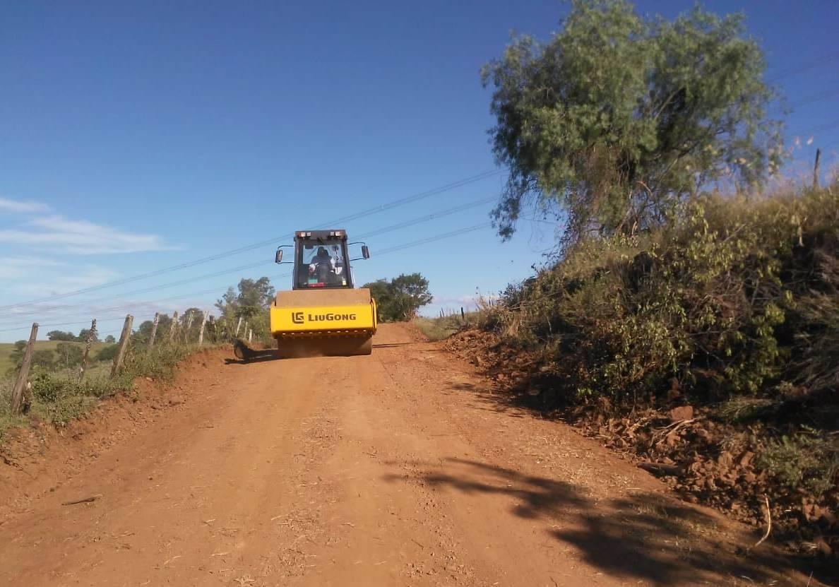 Estradas vicinais de Dezesseis de Novembro seguem sendo recuperadas