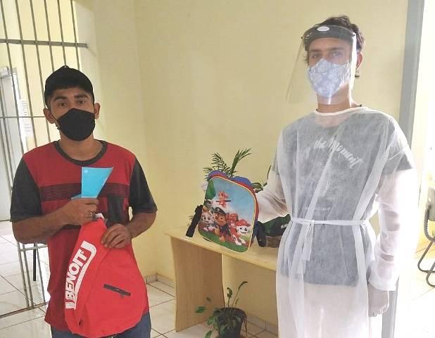 """Secretaria de Ação Social entrega materiais escolares da campanha """"Volta às aulas solidária"""""""