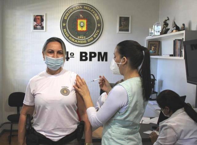 São Luiz Gonzaga inicia a imunização de profissionais das forças de segurança e idosos com 65 anos